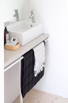 SIMPLE TOWEL HOLDER