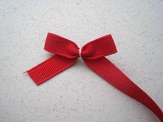 Make a bow Diy Bow, Diy Hair Bows, Bow Hair Clips, Diy Party Crafts, Ribbon Retreat, Diy Tutu, Bow Accessories, Little Bow, How To Make Bows