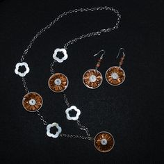Handmabe necklace with nespresso capsules and mother of pearl flower.   Handmade earrings with nespresso capsules