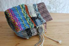 rag pocket Loom Weaving, Tapestry Weaving, Hand Weaving, New Bag, Beautiful Bags, Crochet Clothes, Textiles, Basket Weaving, Fiber Art