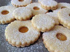 Linecká kolečka s marmeládou Christmas Baking, Christmas Cookies, Cookie Recipes, Dessert Recipes, Czech Recipes, Scones, Doughnut, Tapas, Biscuits