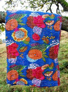 Plaid India handgeborduurd | Special | GoodRoots  Kleurrijke plaids met bloemenprint en met de hand geborduurde stiksels voor de koude winter. Diverse kleuren. www.goodroots.nl