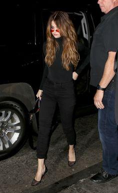 Gallery of photos showing Selena Gomez styles. Selena Gomez dress sense, clothes, accessories and hairstyles. Selena Gomez Dress, Selena Gomez Outfits, Selena Gomez Style, Star Fashion, Look Fashion, Estilo Beatnik, Mode Outfits, Fashion Outfits, Selena Gomez Wallpaper
