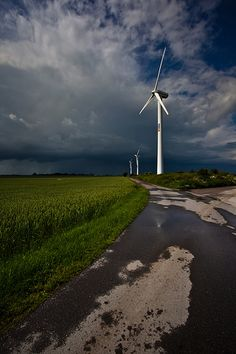 Domestic wind power information. http://www.diywindturbine.us/domestic-wind-power.html Wind Power Plants