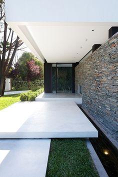 Casa Carrara by Andres Remy Arquitecto
