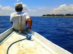 Gili Air dari ujung Perahu    Lokasi memang menentukan pandangan, diakui oleh semua orang kalo lokasi paling pas berfoto atau menikmati pemandangan adalah di ujung #perahu #boat , pandangan bebas menikmati keindahan #pulau #gili #air #lombok #indonesia #Indonesiaindah #IndonesiaNature #khatulistiwa