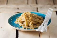 Spaghetti acciughe e briciole