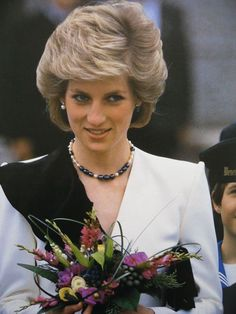 April 16 1986 Diana at Augarten Palace with the Vienna Boys Choir Royal Princess, Princess Of Wales, Royal Family Pictures, Princess Diana Pictures, Diana Fashion, Isabel Ii, Diane, Lady Diana Spencer, Queen Of Hearts