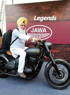 Retro man baba baldev singh of jyc jawa yezdi club chandigarh with retro bike jawa in new look. Old rider with young jawa Enfield Bike, Enfield Motorcycle, Vintage Motorcycles, Cars And Motorcycles, Bike India, Jawa 350, Royal Enfield Wallpapers, Retro Bike, Retro Men