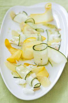 Zucchini-Zitronen-Salat mit Mozzarella, Mandeln und Kardamom