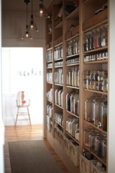 Despensa linda com potes de vidro
