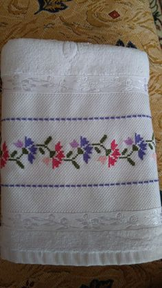 Cross Stitch Borders, Cross Stitch Flowers, Cross Stitch Patterns, Diy Crafts For Adults, Diy And Crafts, Fabric Boxes, Bargello, Embroidery Patterns, Shabby Chic