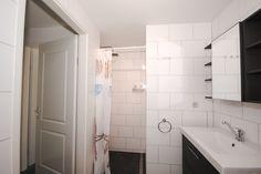 Appartement Kooiker Ameland - Badkamer met bad en aparte douche. #Ameland #Kooiker #verhuur #genieten #appartement #kooikerverhuur http://kooiker-ameland.nl