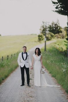 Truly & Madly Stories | Classically Glamorous Vintage Matakana New Zealand Wedding by Bayly and Moore Photography