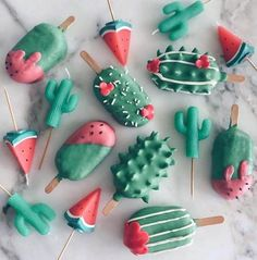 Self-taught baker Raymond Tan creates the best cake pops of charming characters, marbled textures, and flowers. See why the food art looks too good to eat! Delicious Desserts, Dessert Recipes, Yummy Food, Dessert Food, Recipes Dinner, Kreative Desserts, Cute Baking, Rainbow Food, Food Wallpaper