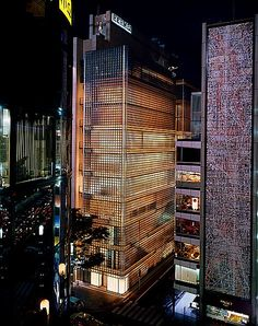 "enochliew  "" Maison Hermès by Renzo Piano Inspired by traditional Japanese  lanterns, it s crafted from x glass blocks. 7893c45dcb0"