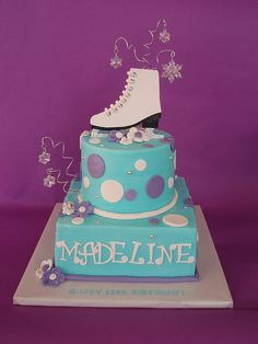 A gumpaste ice skate sits atop a flurry of dangling snowflakes to help Madeline celebrate her birthday! Ice Skating Cake, Ice Skating Party, Roller Skating Party, Skate Party, Beautiful Cakes, Amazing Cakes, Fondant Cakes, Cupcake Cakes, Birthday Party Themes