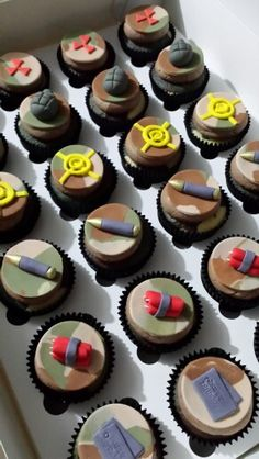 Call of duty cupcakes … Army Birthday Cakes, Army Birthday Parties, Army's Birthday, Birthday Ideas, Army Cupcakes, Fire Cupcakes, Army Party, Nerf Party, Black Ops Cake