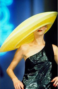 #susiebick wearing a #PhilipTreacy couture hat #philiptreacyarchive