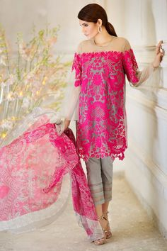 Sana Safinaz MAR17-05A Spring Summer Lawn 2017 Price in Pakistan famous brand online shopping, luxury embroidered suit now in buy online & shipping wide nation..#pants #modern #paisly