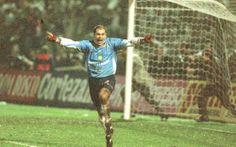 1999, goleiro Marcos comemora a conquista da Libertadores da América pelo Palmeiras.