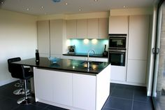 Edinburgh Handle less mat lacquer quartz grey