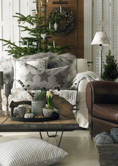 Warm feeling from White Couch with Brown Chair . Decorated for Christmas Living Room FROM: Árbol navideño con piñas