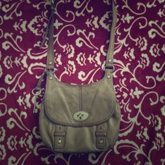 """Crossbody Fossil Purse Crossbody Fossil Purse. Used but in good condition with no obvious signs of wear/tear. L 12"""" x W 1.5""""x 9.5"""". Please ask questions and make offers! Fossil Bags Crossbody Bags"""