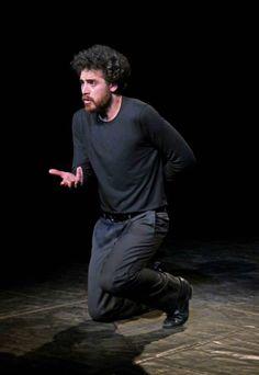 Carlo Gallo (Teatro della Maruca) è autore e protagonista di Bollari. Memorie dello Jonio, presentato a Primavera dei Teatri 2015. La recensione.