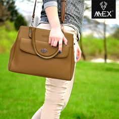 Class it up, ladies! Mex brings to you this sleek and stylish handbag...make others go wow!