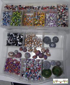 Haciendo bolas de papel/Making paper balls