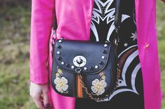 Pink jacket and Boho Details. How to mix pink blazer with boho details and accessories? Find an inspiration in today's blog post. More on fashion-utopia.com