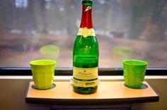 Bei unserem letzten Kurzurlaub auf Rügen haben wir es uns schon auf der Bahnfahrt mit einer Flasche Rotkäppchen Sekt gemütlich gemacht.