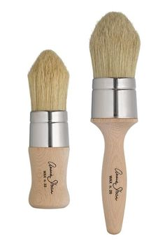 Annie Sloan's bespoke Chalk Paint® Wax Brushes are made of pure bristle with natural split ends. They feature ergonomically shaped handles for the effortless application of finishing coats of wax onto painted surfaces. Chalk Paint Brushes, Chalk Paint Finishes, Chalk Paint Wax, Using Chalk Paint, Chalk Paint Projects, Paint Ideas, Annie Sloan Chalk Paint Furniture, Annie Sloan Chalk Paint Colors, Craft Paint