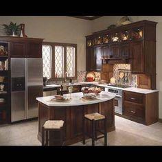 cabinet tone and backsplash... cabinet crown moulding