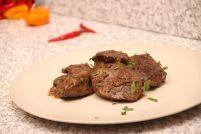 Ficat de curcan la capac cu oțet și ardei iute Slow Cooker, Steak, Food, Essen, Steaks, Meals, Crock Pot, Yemek, Eten