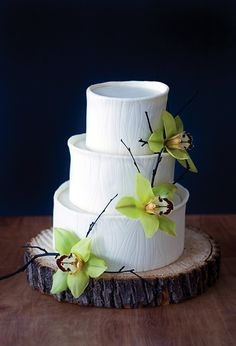 Rustic Wood Round for White Flower Wedding Cake
