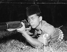 Samsudin bin Mohammed, one of Special Constables raised in Malaya to guard rubber plantations, tin mines, power stations and kampongs (villages) against attack by communist terrorists. Malayan Emergency, Army Drawing, Home Guard, War Photography, Guerrilla, British Army, Atheist, Kuala Lumpur, Military History