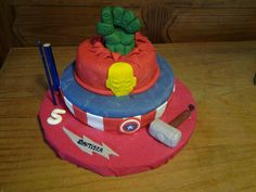 Torta de tres pisos Thor, Capitan America, Iron Man y Hulk