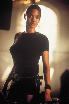 Angelina Jolie in Lara Croft: Tomb Raider Tomb Raider Angelina Jolie, Lara Croft Angelina Jolie, Angelina Jolie Movies, Angelina Jolie Photos, Angelina Jolie Body, Filmstar Party, Tomb Raider Movie, Tomb Raider 2001, Tomb Raider Costume
