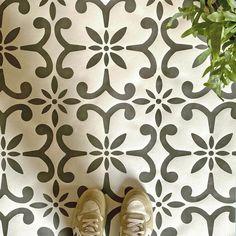 Stencil Fabric, Stencil Patterns, Stencil Diy, Stencil Painting, Stencil Designs, Stencils, Floor Stencil, Diy Flooring, Laminate Flooring
