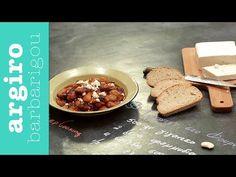 Μηλόπιτα κέικ από την Αργυρώ Μπαρμπαρίγου | Εύκολη και γρήγορη, αφράτη και μοσχομυριστή, μπαίνει στο φούρνο σε 5'. Μια οικονομική και πολύ νόστιμη συνταγή! Greek Recipes, Veggie Recipes, Brownie Cake, Home Food, Oatmeal, Beans, Food And Drink, Veggies, Pudding