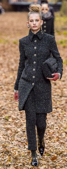 Chanel Fall-winter 2018-2019 - Ready-to-Wear - http://www.orientpalms.com/Chanel-7190 - ©ImaxTree