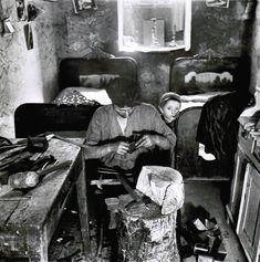 Roman Vishniac, Basement Apartment Workshop, Two Beds for Nine People, Warsaw, 1939