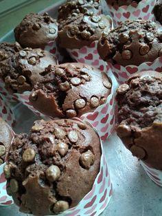 Αφράτα σοκολατένια muffins για όλη την οικογένεια! Muffins, Breakfast, Food, Morning Coffee, Muffin, Essen, Meals, Yemek, Eten