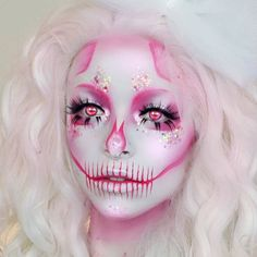 Love this skull make up design. Spooky yet still making you look beautiful at the same time. The colour is very nice but you could change the colour to create your perfect look. Very effective for Halloween. Scary Makeup, Skull Makeup, Makeup Art, Movie Makeup, Creative Makeup Looks, Unique Makeup, Cute Halloween Makeup, Halloween Make Up, Facepaint Halloween