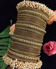Indian Jewelry Earrings, Indian Jewelry Sets, Jewelry Design Earrings, Indian Wedding Jewelry, Antique Jewellery Designs, Fancy Jewellery, Stylish Jewelry, Fashion Jewelry, Bridal Bangles
