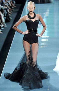 Tanya Dziahileva at Christian Dior Haute Couture F/W 2008 Haute Couture Style, Couture Mode, Couture Fashion, Runway Fashion, Fashion Models, Christian Dior Couture, Dark Fashion, High Fashion, Fashion Show