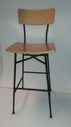σκαμπο μεταλλικο με ξυλινο κάθισμα και πλάτη με χρώματα επιλογής σε σκελετό και ξυλο