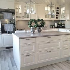 Interior Planning Tips Tricks And Techniques For Any Home. Interior design is a topic that lots of people find hard to comprehend. Kitchen Redo, Home Decor Kitchen, Kitchen Interior, New Kitchen, Kitchen Dining, Kitchen Remodel, Beautiful Kitchens, Cool Kitchens, Grey Countertops